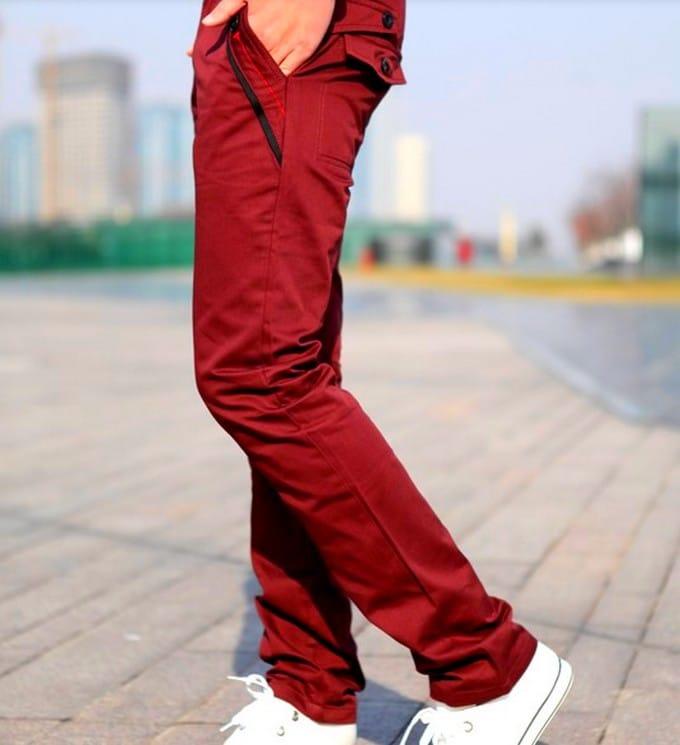 Como usar calça vermelha masculina