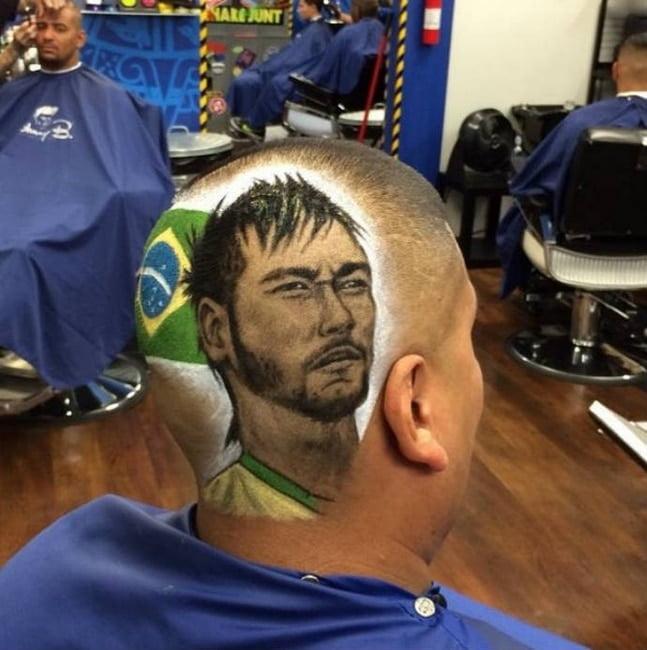 Barbeiro EUA desenha rostos dos jogadores da copa nas cabeças dos clientes HQSC 1