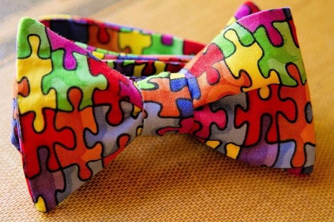 Adolescente Lança Marca de Gravatas HQSC 3