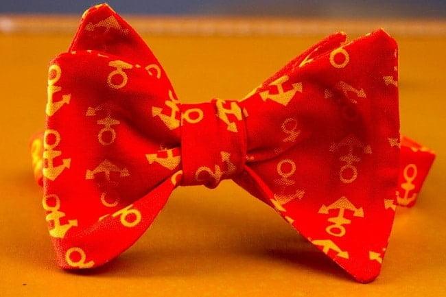 Adolescente Lança Marca de Gravatas HQSC 4