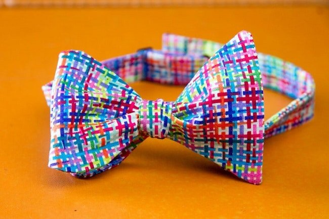 Adolescente Lança Marca de Gravatas HQSC 5