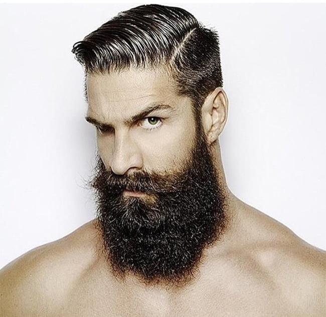 Cortes de cabelo masculino em alta Homens que se cuidam Lateral raspada + barba grande 2