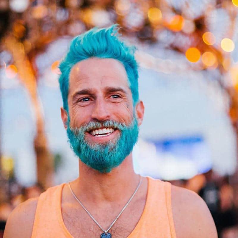 A onda dos cabelos e barbas tingidos Merman Hair Homens que se cuidam 3