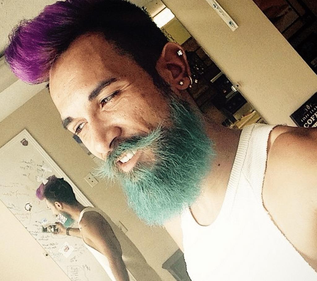 A onda dos cabelos e barbas tingidos Merman Hair Homens que se cuidam 8