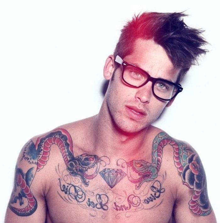 Como cuidar da pele tatuada homens que se cuidam 1