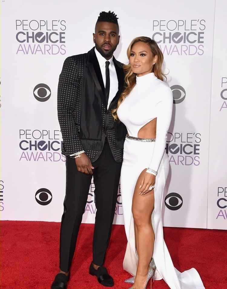 LOS ANGELES, CA - JANUARY 06: Singer Jason Derulo (L) and actress Daphne Joy attend the People's Choice Awards 2016 at Microsoft Theater on January 6, 2016 in Los Angeles, California. (Photo by Jason Merritt/Getty Images)