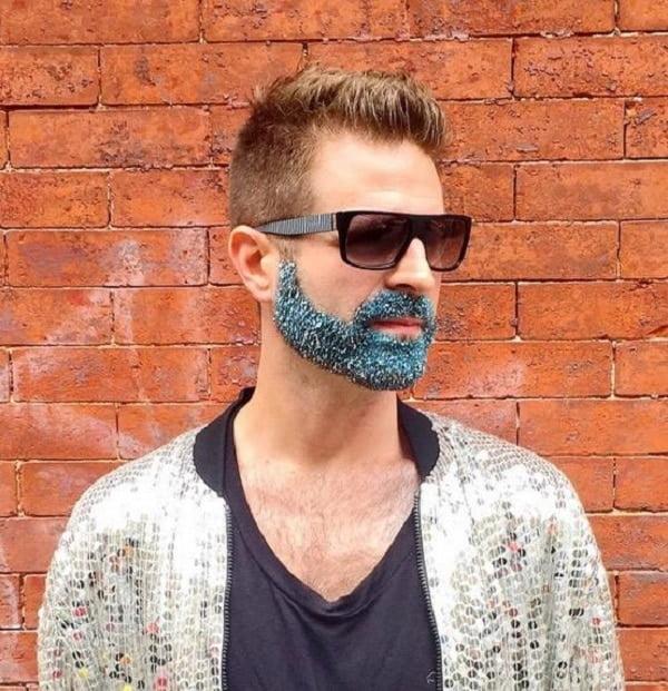 Aposte no glitter para fantasia masculina nesse carnaval homens que se cuidam 2