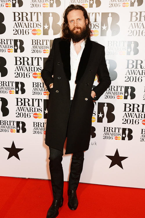 Father John Misty Brit Awards 2016 Homens que se cuidam