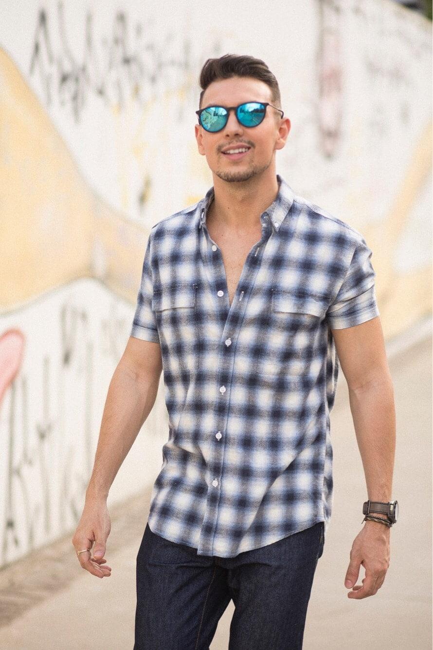 camisa-curta-xadrez-jeans-e-sneaker-juan-alves-d