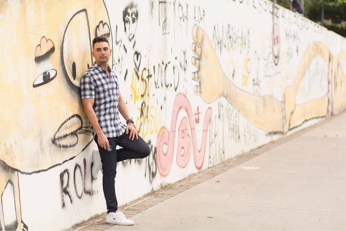 camisa-curta-xadrez-jeans-e-sneaker-juan-alves-f