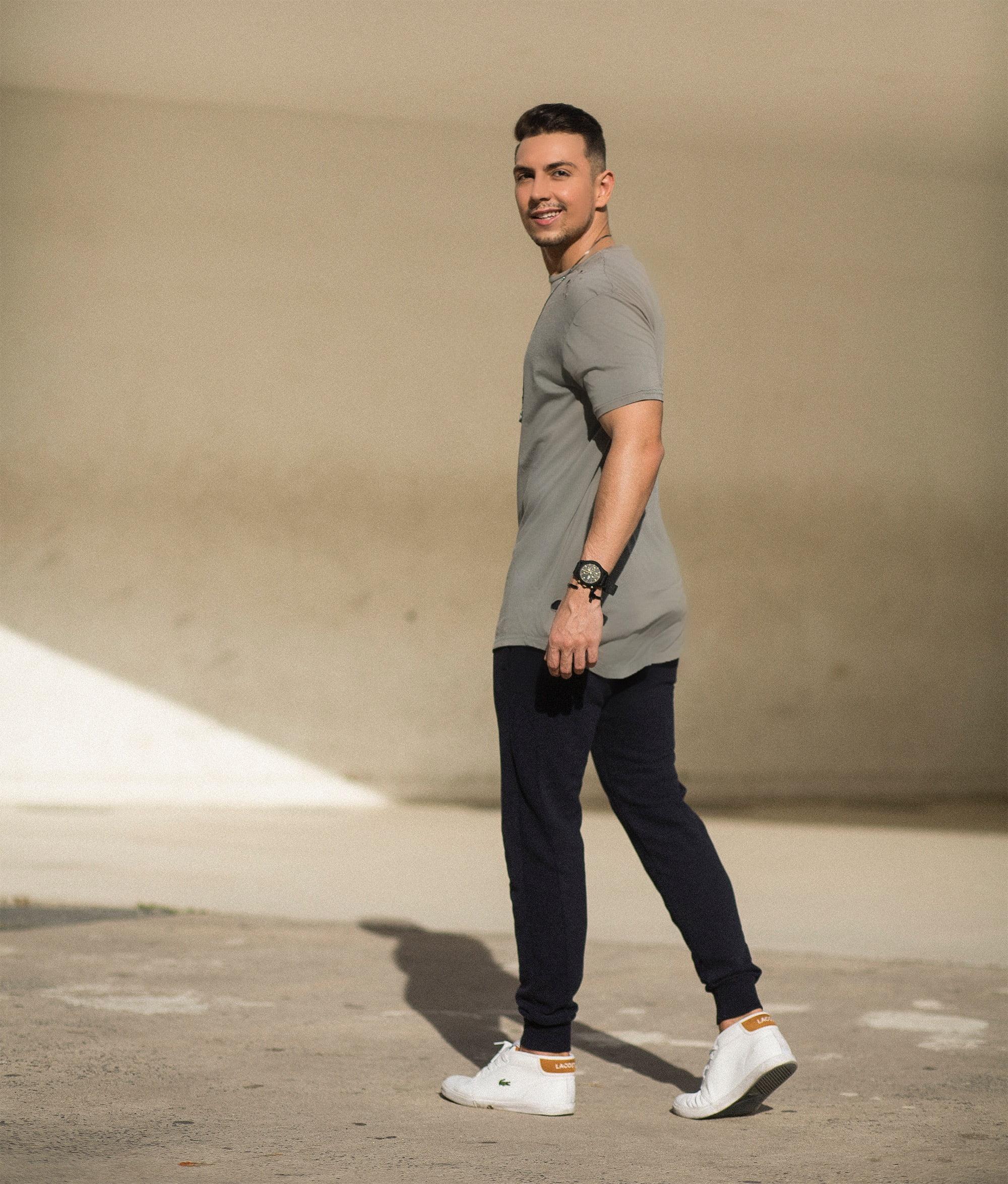 estilo-hqsc-jogger-e-camiseta-destroyed-juan-alves-e