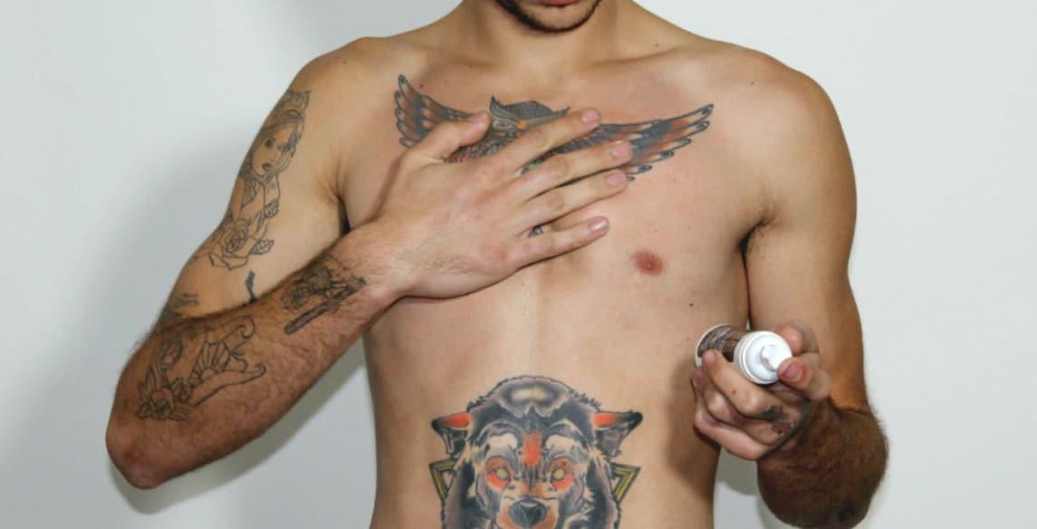 como cuidar da tatuagem homens que se cuidam