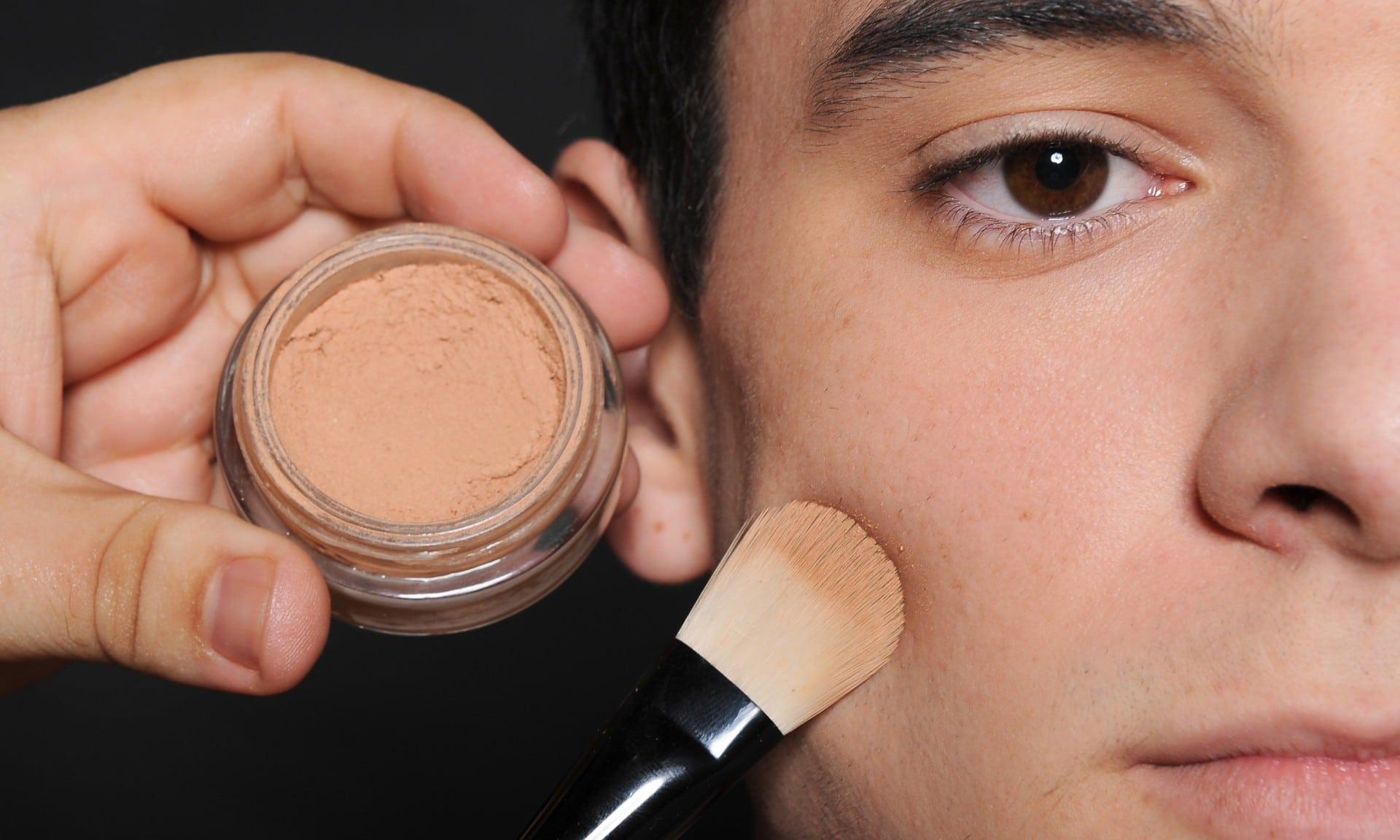 como afinar o rosto masculino maquiagem