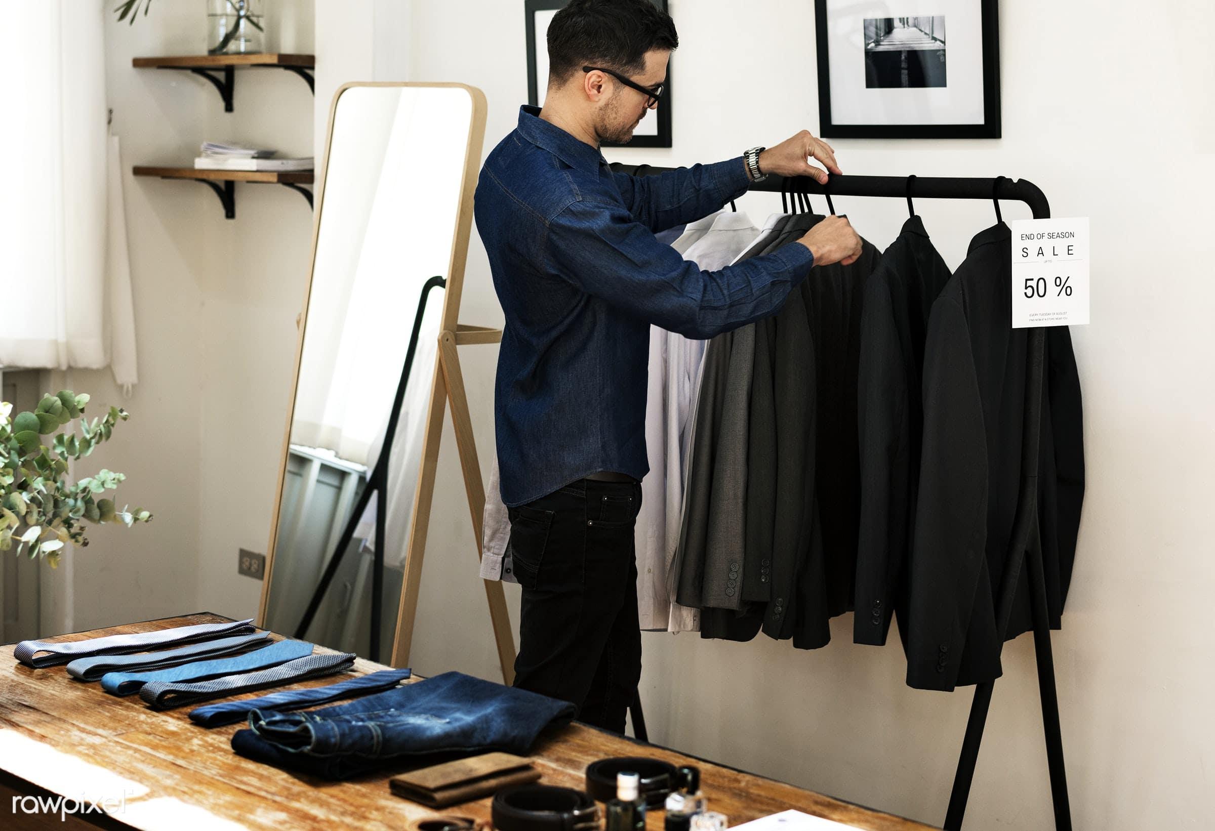 259c56c480c0d ... existem momentos mais oportunos para comprar roupas nessas grandes  marcas, é o famoso sale, período que há troca de coleção e as peças não  vendidas ...