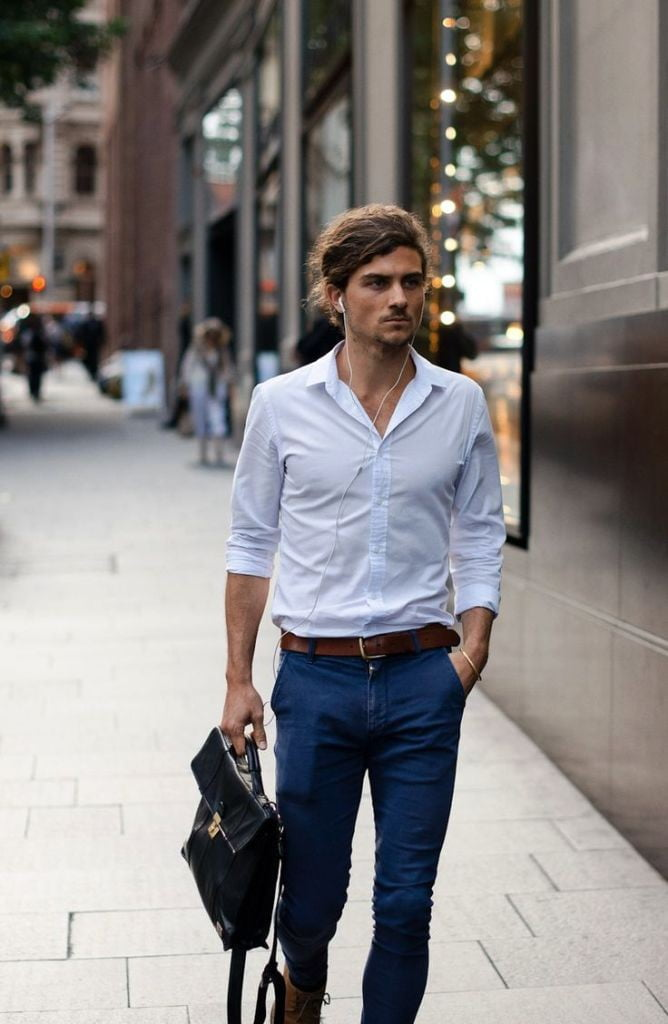 275aa13574 Camisa branca é essencial pro look social! E as calças slim que são mais  justas ao corpo