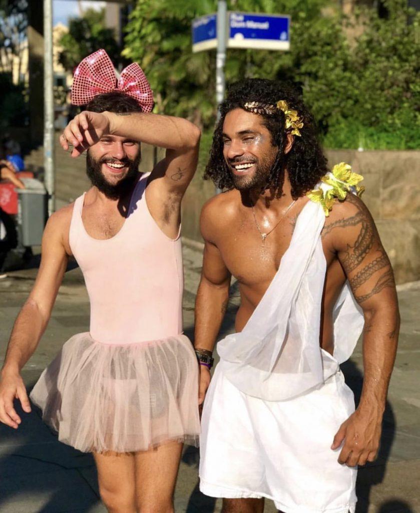 Resultado de imagem para DEUS GREGO carnaval 2020 moda masculina