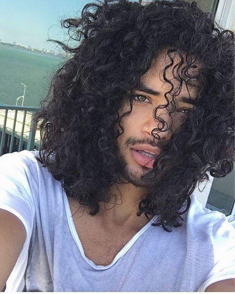 corte masculino cacheado longo