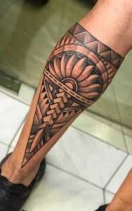 Tatuagem masculina maori