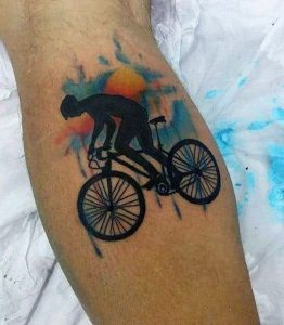 Tatuagem masculina de bicicleta