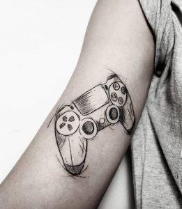 Tatuagem masculina de vídeo game