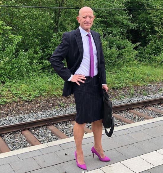 homem de look social feminino