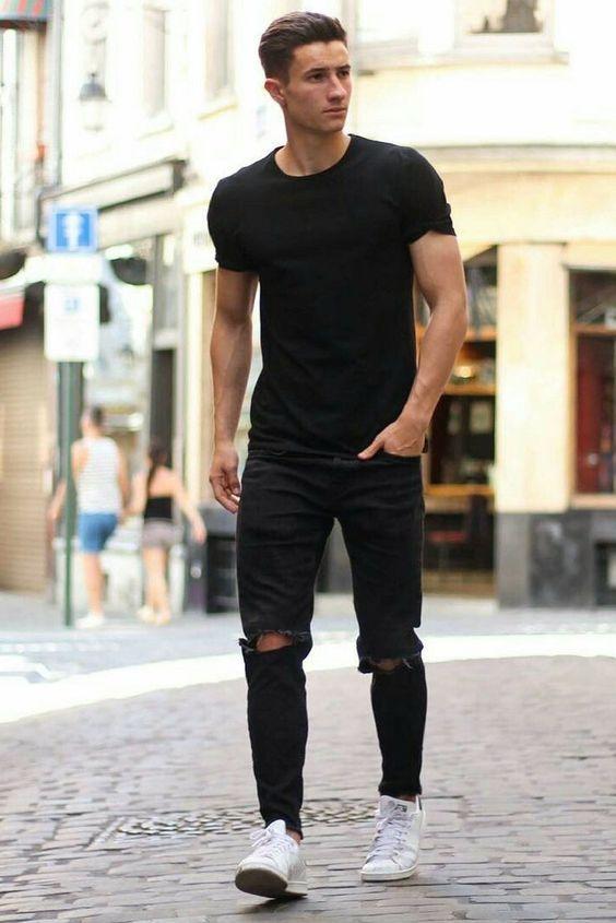 roupa preta com tênis branco masculino