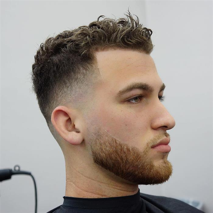Corte curto penteado para cima