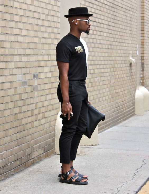 roupa masculina com sandália
