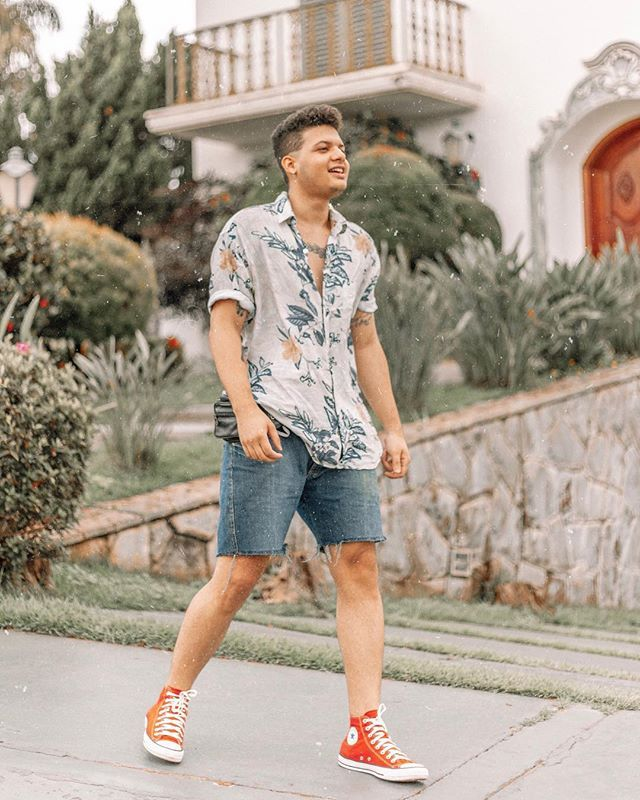 look-masculino-com-camisa-floral