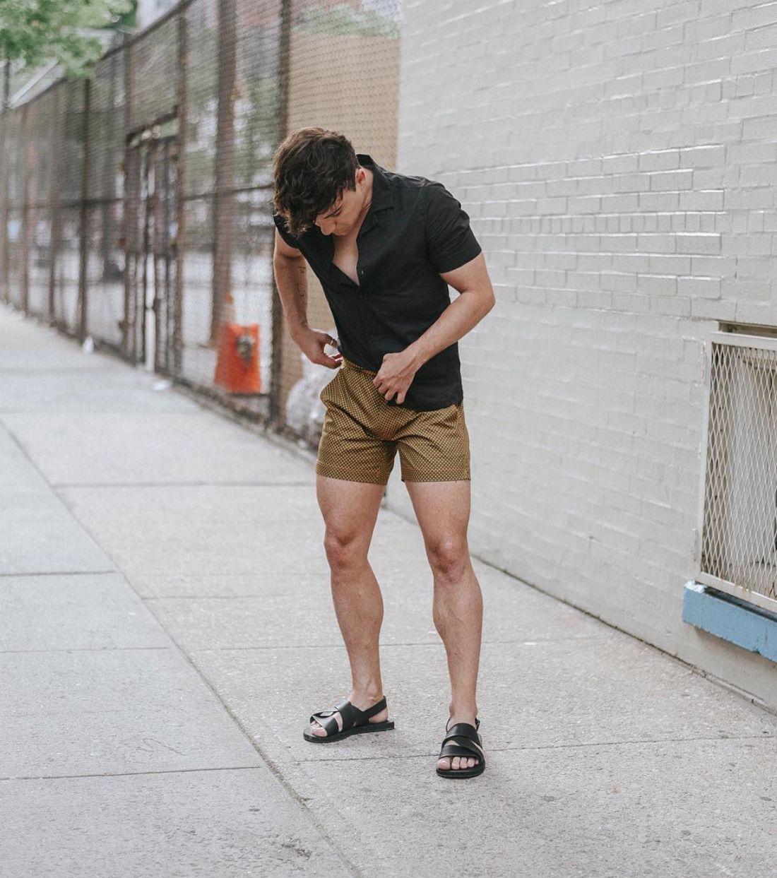 look-masculino-com-shorts-bege