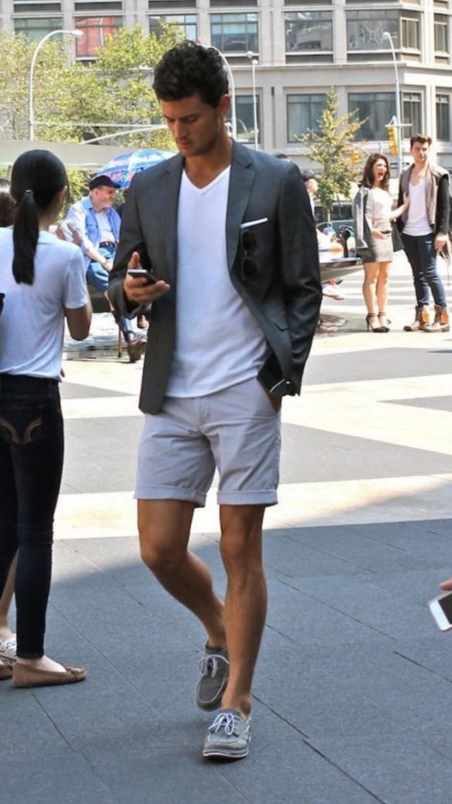 look-masculino-com-shorts-cinza
